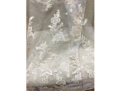 Тюль органза с вышивкой и утяжелителем «Камелия» арт. 011718702-17 органза белая, вышивка бежевая